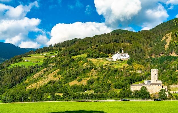 ブルクアイスのフルステンブルク城とマリエンベルク修道院-南チロル、イタリア
