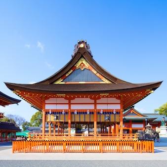 Храм фусими инари 24 февраля 2014 года в киото, япония.