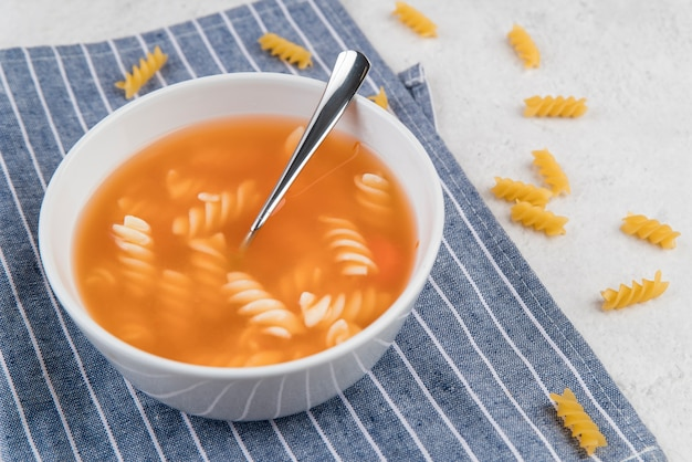 Фузилли паста домашний суп высокий вид