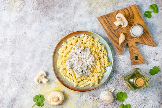 Fusilli pasta with mushrooms and chicken