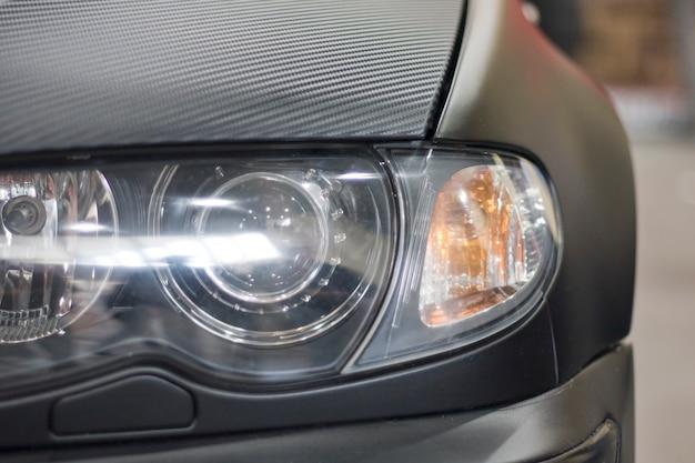 未来の車のヘッドライト