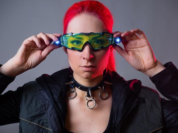 バックライト付きの未来的なメガネ拡張現実ガジェット
