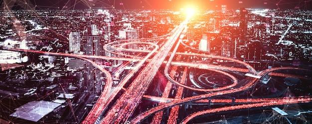 デジタルデータ転送グラフィックを備えた未来の道路輸送技術