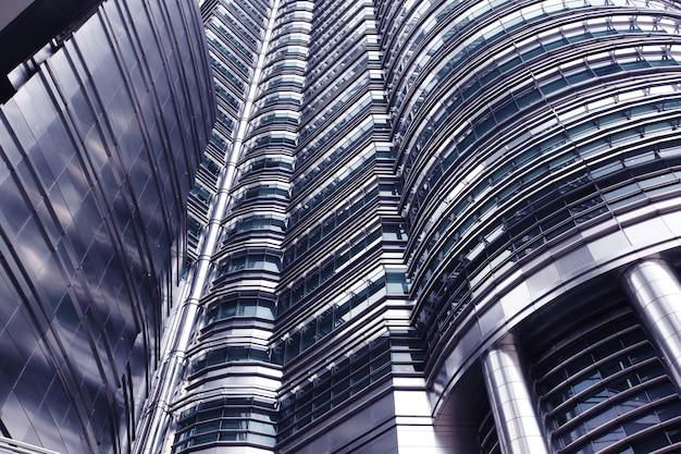マレーシア、クアラルンプールの未来的な超高層ビル、クローズアップビュー