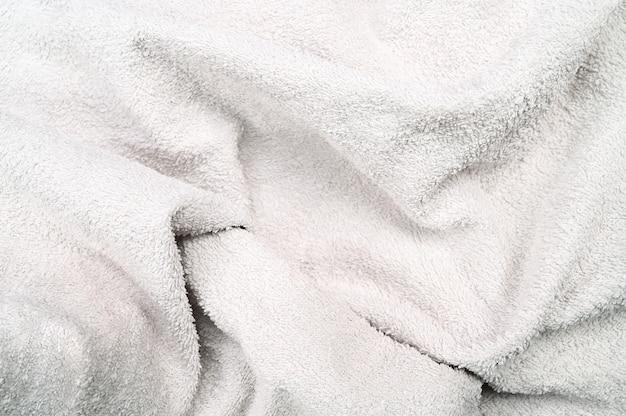 ファジーしわのある白い布、クローズアップ。