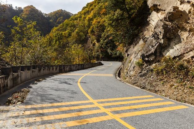 山の中の国道g210
