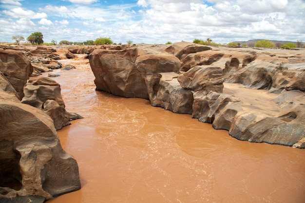 Река галана в кении