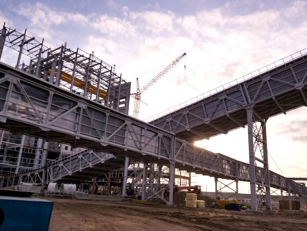 광석 운송을 위한 갤러리입니다. 광업 및 가공 공장. 실비나이트 채굴. 건물. 벨로루시 공화국 페트리코프 지구.