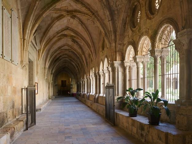 Галерея двора таррагонского собора
