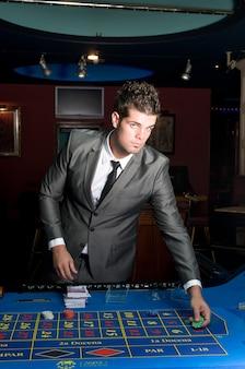 카지노 테이블의 도박꾼