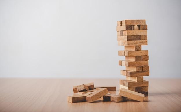 ゲームはtower.conceptビジネスリスクから木製のブロックに引き寄せられました。計画の瞑想は、ビジネスのリスクを減らすことを決定する際に注意する必要があります。