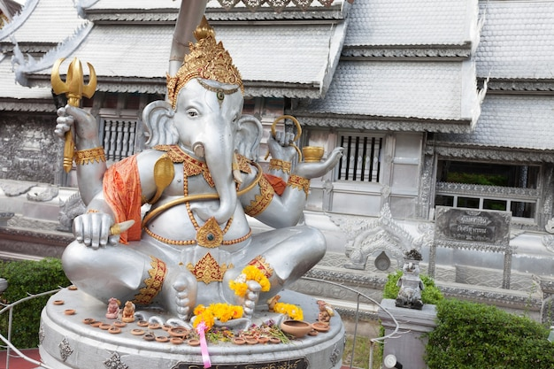 Wat sri suphan 사원의 코끼리 동상. 태국 치앙마이에 있는 불교 사원입니다.