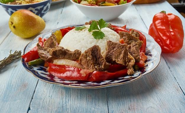 Ганфан, уйгурская кухня, азиатские традиционные блюда-ассорти, вид сверху