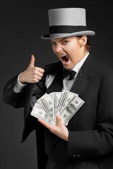 Gangster girl keeps money in hands