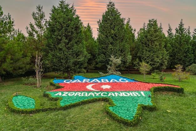 Гянджа, азербайджан, 27 июля 2021 года. парк гейдара алиева, самый большой парк на кавказе.