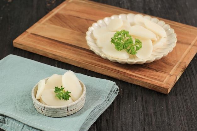 モッツァレラチーズが入った丸い餅のガレテオコリアンバー餅スティック