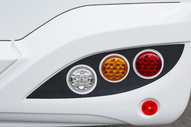 スポーツカーバンのリアライトのガレージテーマカラーディテール