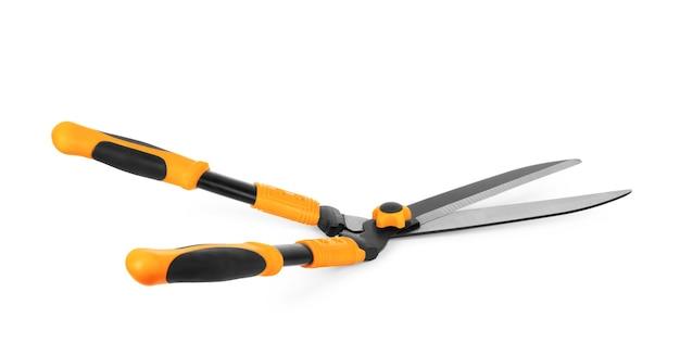Садовые ножницы для обрезки кустов на белом фоне