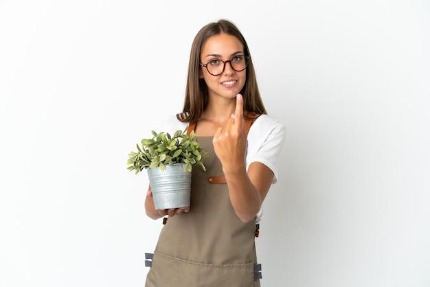 고립 된 식물을 들고 정원사 소녀 오는 제스처를 하 고