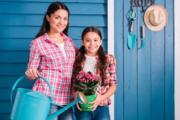 Концепция садоводства с матерью и дочерью