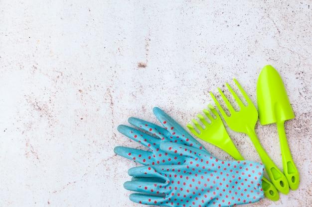 ガーデニングツールとトップビュー、庭の手際