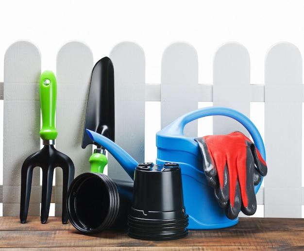 Садовые инструменты из лейки, лопаты, перчатки, лопата для садоводства