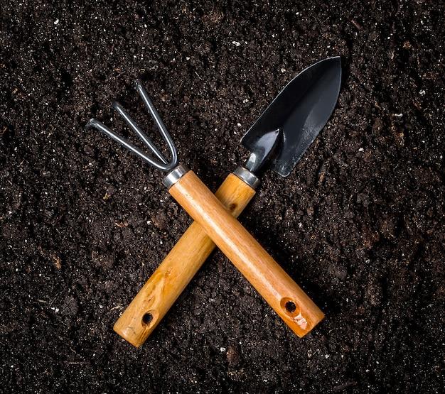 平地の園芸工具