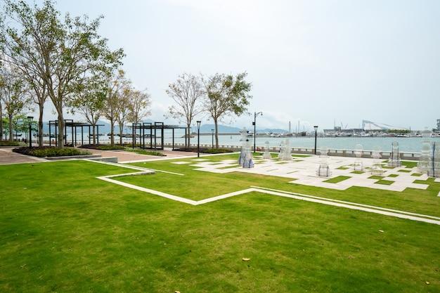 Сады и фитнес-тропы парка биньхай в шэньчжэне, китай