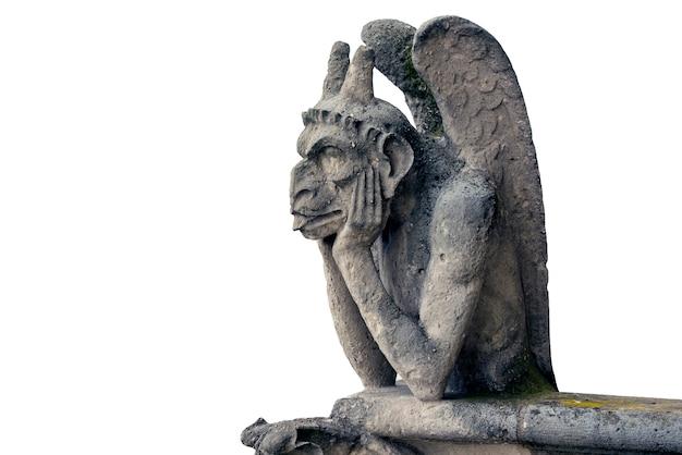 Горгулья или химера собора нотр-дам в париже, франция изолированные