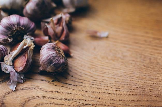 ニンニクと背景有機成分スパイス芳香天然物野菜