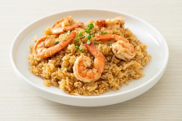 Garlic fried rice with shrimps or prawns