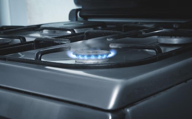 Газовая горелка с горящим огнем