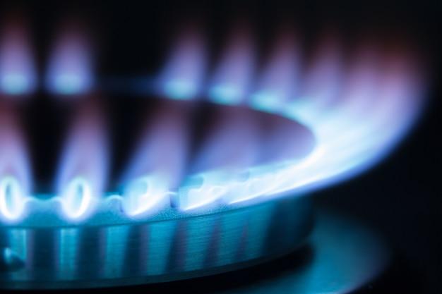 Горение газа в горелке газовой духовки