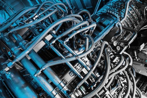 中央の石油およびガス処理のオフショアプラットフォームでの発電用ガスタービンコンプレッサー。