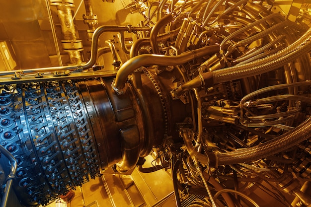 Gas turbine engine of feed gas compressor located inside pressurized enclosure