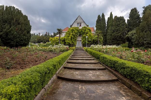 ガスプラクリミア半島の歴史的な別荘カラクス大公ミハイルニコラエヴィッチロマノフ