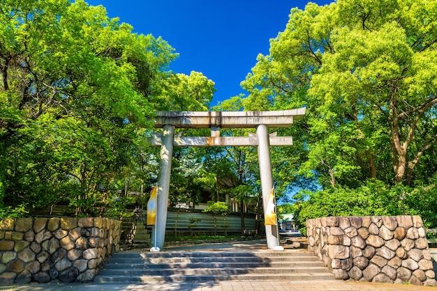 Ворота храма хококу в осаке, япония