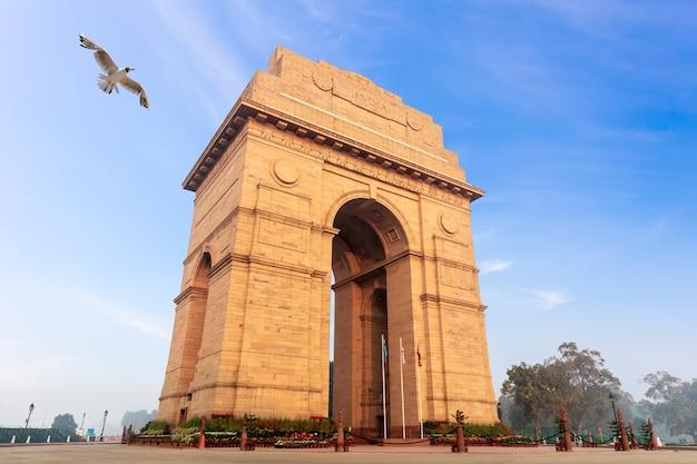 Ворота индии, знаменитый памятник нью-дели.