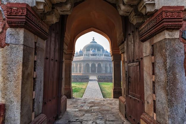 Gateway in hymayun's tomb, new delhi, india.