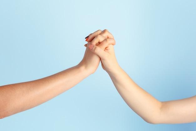 Гей любовь и брак. крупным планом счастливая пара лесбиянок