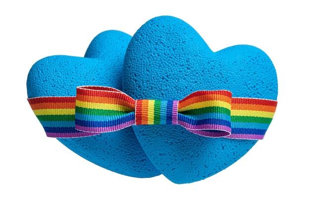 ゲイの愛2つの青いハートがlgbtレインボーリボンの弓で接続されていますプライドテープシンボル分離