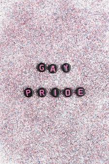 Tipografia di iscrizione di testo di perline di orgoglio gay