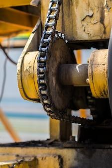 Gear operating mechanism yellow mechanism