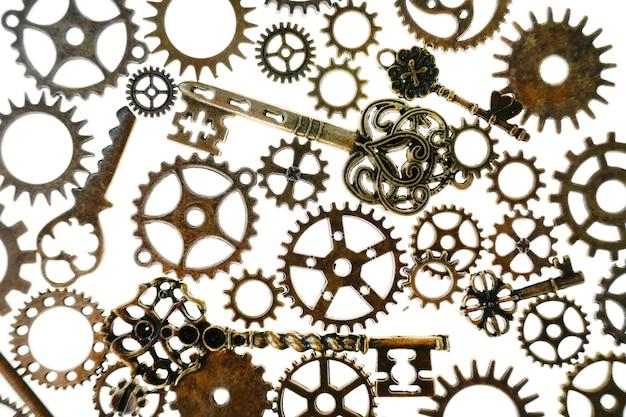 흰색 배경에 고립 된 기어입니다. steampunk 세부 정보. 시계 세부 정보. 기어 및 빈티지 키. 시간 및 이벤트 개념입니다. 시간 기호입니다. 고품질 사진