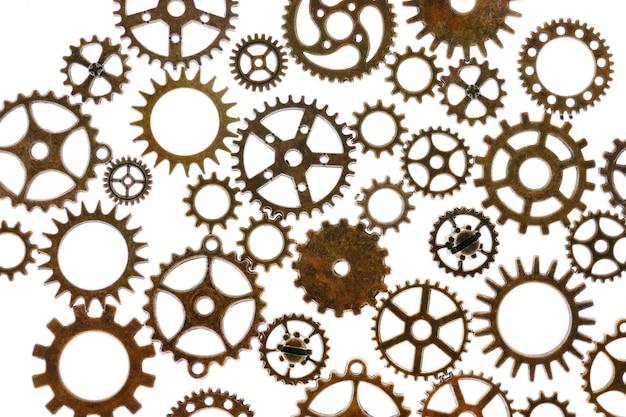 흰색 배경에 고립 된 기어 steampunk 세부 정보입니다. 시계 세부 정보. 기어 및 빈티지 키. 시간 개념입니다. 시간 기호입니다. 고품질 사진