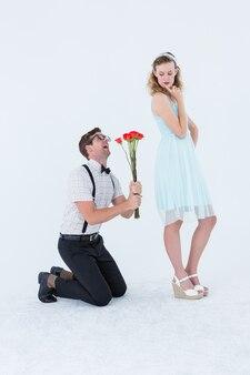 彼のガールフレンドにバラを頼む奇抜なヒップスター