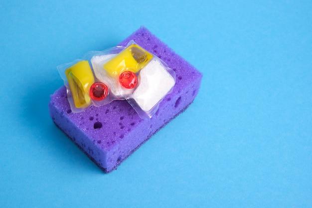 식기 세척기 및 스폰지 용 젤 캡슐은 손으로 설거지하거나 식기 세척기에서 설거지를 선택할 수 있습니다.