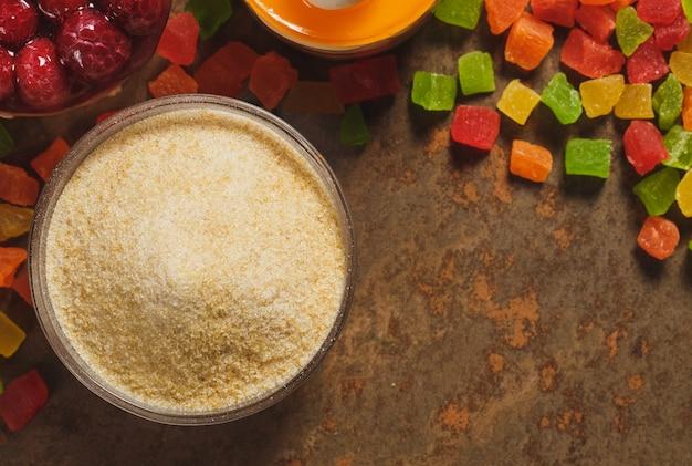 ゼラチンと砂糖漬けの果物。上面図。