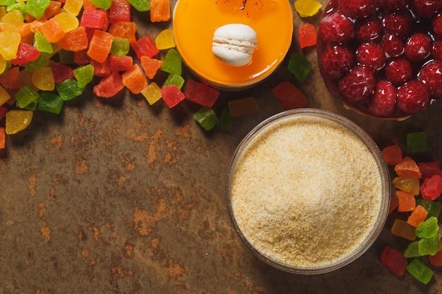 ゼラチンと砂糖漬けのフルーツ。上面図。