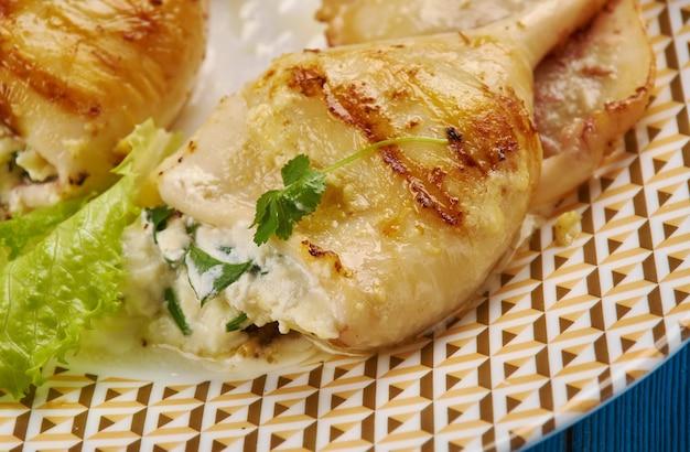 Гемисто каламари - греческое блюдо, фаршированные кальмары с фетой и кинзой